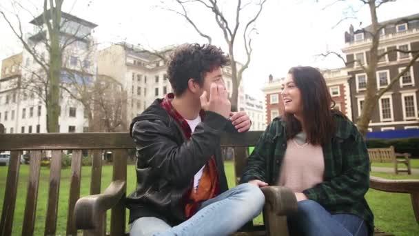 benaderd dating Dating zus in wetten neef