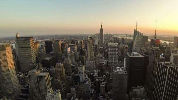 New Yorker Skyline von Tag zu Nacht