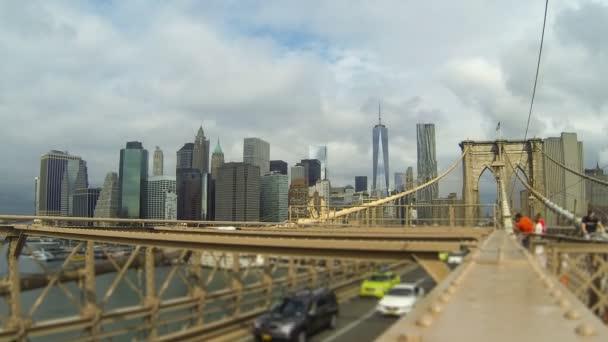Brooklynský most s autem