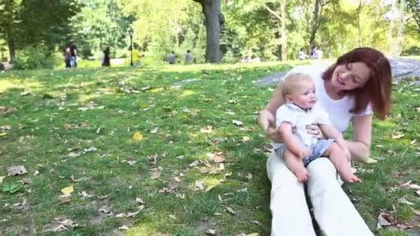 anya és fia, a park