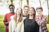 a tinédzserek szabadtéri többnemzetiségű csoport