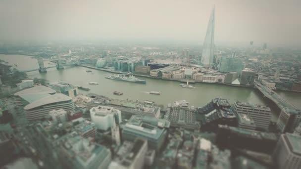 Londýn s Tower Bridge a Temže řeka