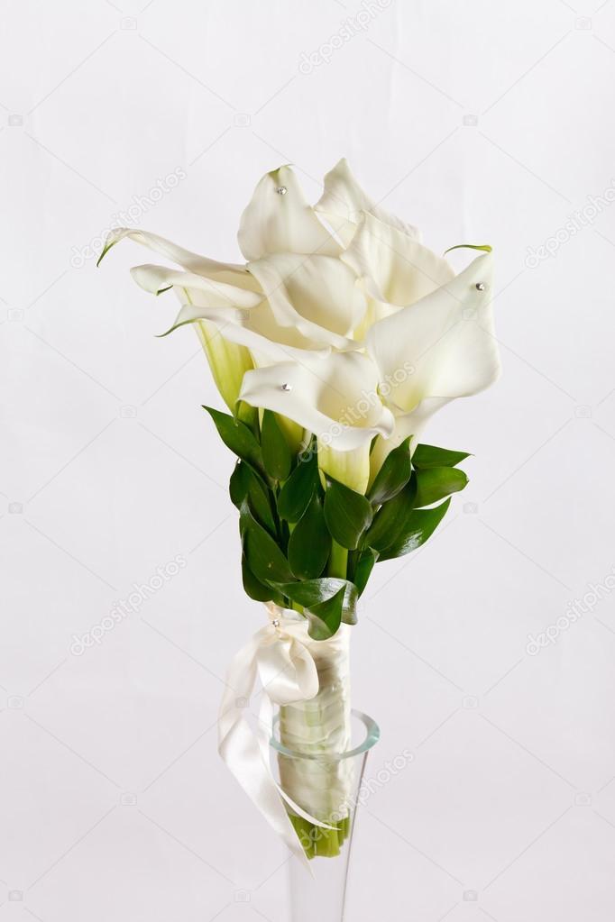 Atemberaubend Calla Blumen Blumenstrauß — Stockfoto © Shebeko #111495326 #UE_41
