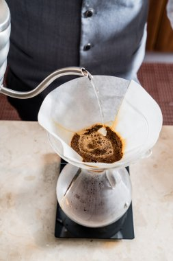 making pour over coffee process