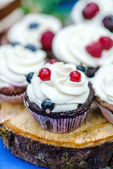 Fotografie Tasty cupcakes with berries