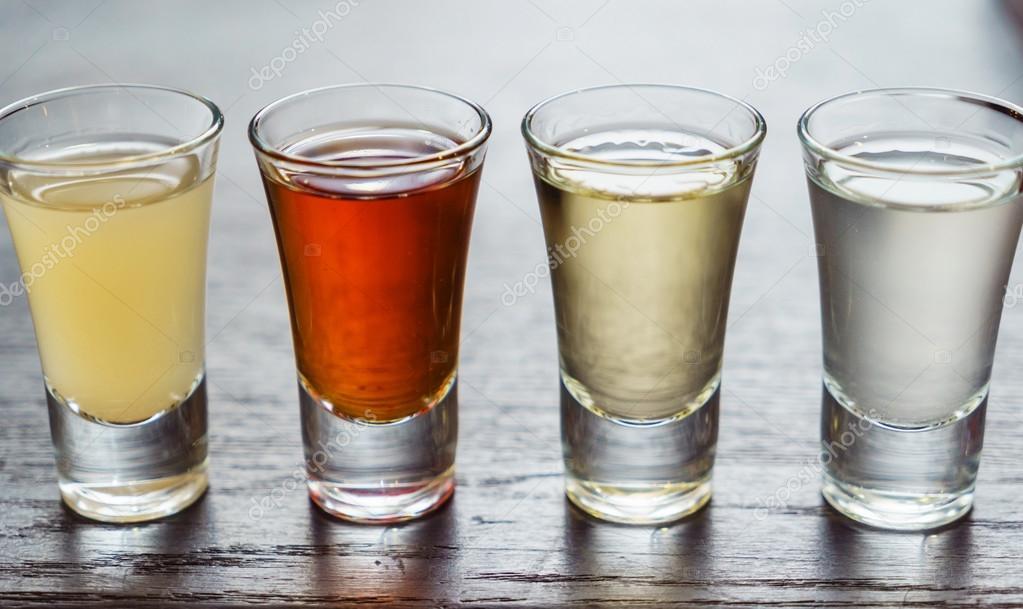 Alkohol Getränke in Gläsern — Stockfoto © Shebeko #116221280