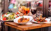 Chutné italské jídlo na stole