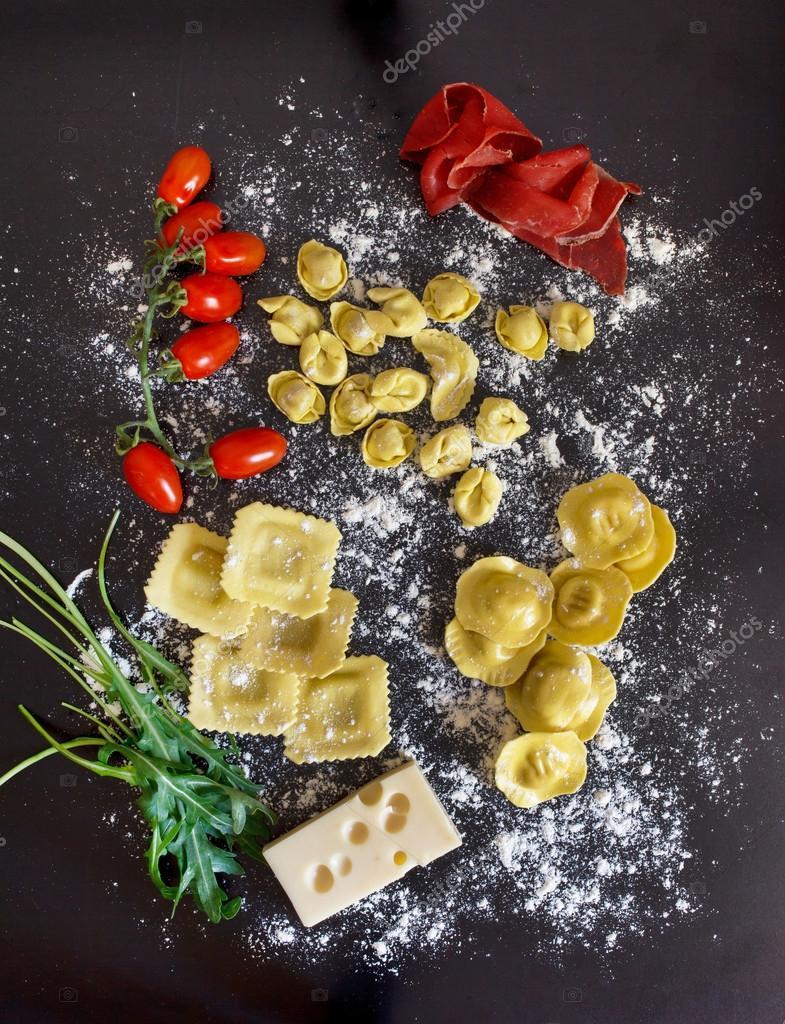 Ingredientes de comida italiana fotografias de stock for Ingredientes para comida