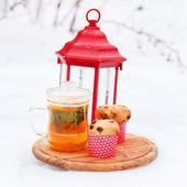 Fotografia tè di inverno con le torte