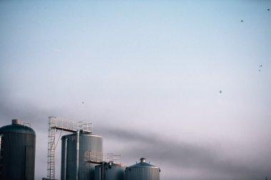 bira fabrikası ile duman