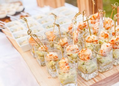 catering food in glasses