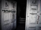 Dirty otevřené dveře