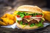 Fotografie hamburger a hranolky