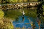 Horgászat a folyó az ember