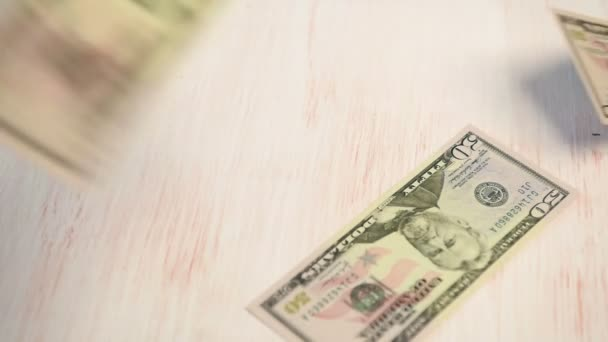 dolarové bankovky pádu