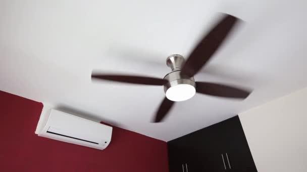 Elektrische Decke Ventilator und Wand-Split-System Air conditioner ...