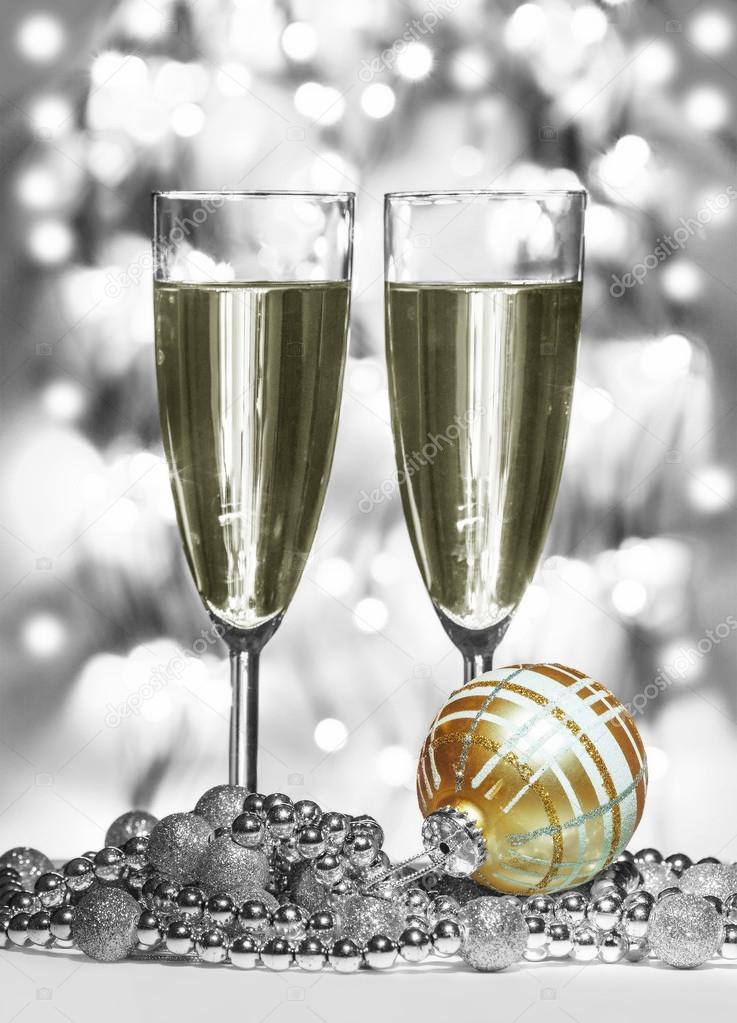 Gouden Kerst Bol Wijn Glazen Stockfoto C Irogova 119633942