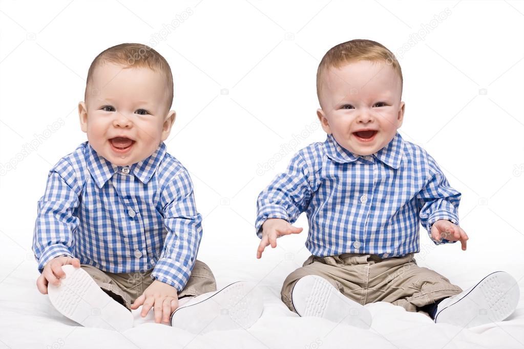 фото близнецов мальчиков