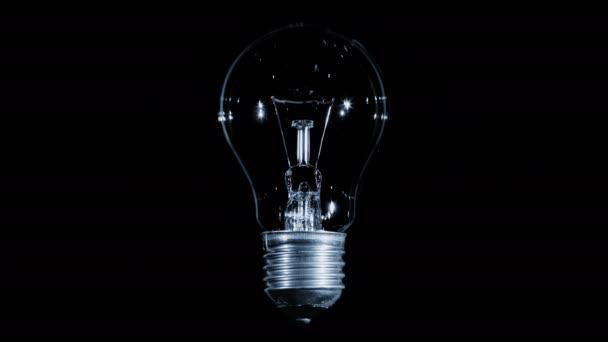 Žárovky žárovka bliká černém pozadí, smyčka