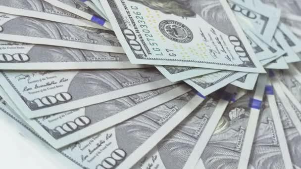 Mnoho 100 amerických dolarů bankovek rotující pozadí