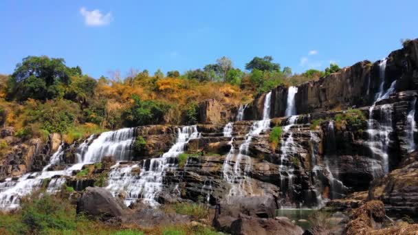 Pongour vodopád v přírodě Národního parku