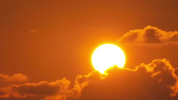 Velké slunce nad mraky