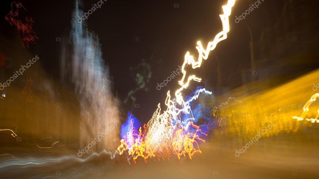 Luces De La Ciudad Y Carros Móviles Fotos De Stock Sergeynivens