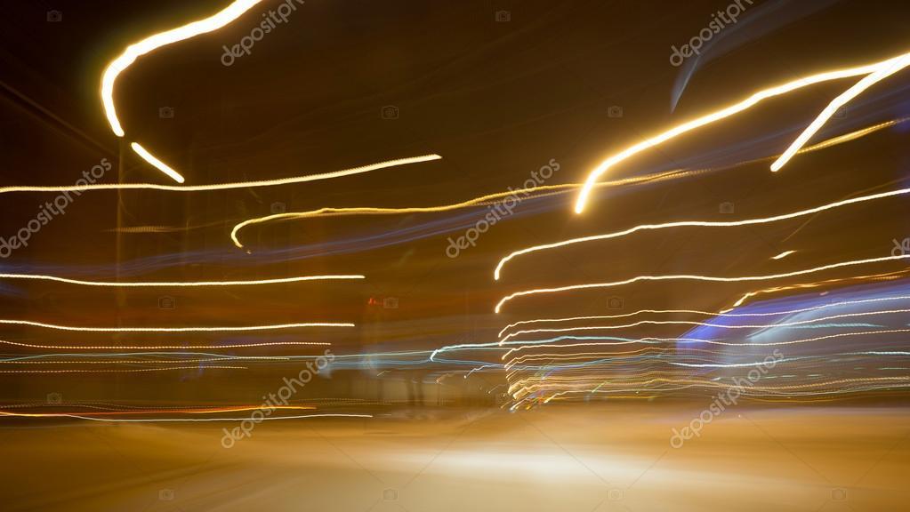 Luces De La Ciudad Y Carros Móviles Foto De Stock Sergeynivens