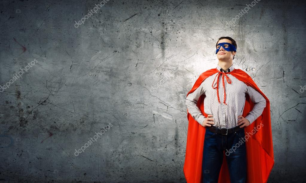 Homme portant la cape et le masque de superman - Masque de superman ...