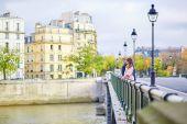 Datování pár na most v Paříži