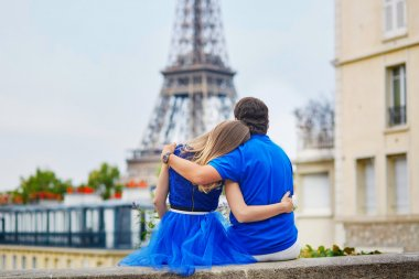 Romantic dating couple in Paris