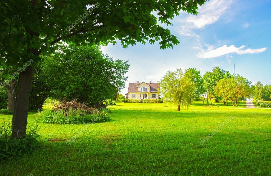 Paesaggi di campagna con casa foto stock ratikova for Piani casa di campagna 2000 piedi quadrati