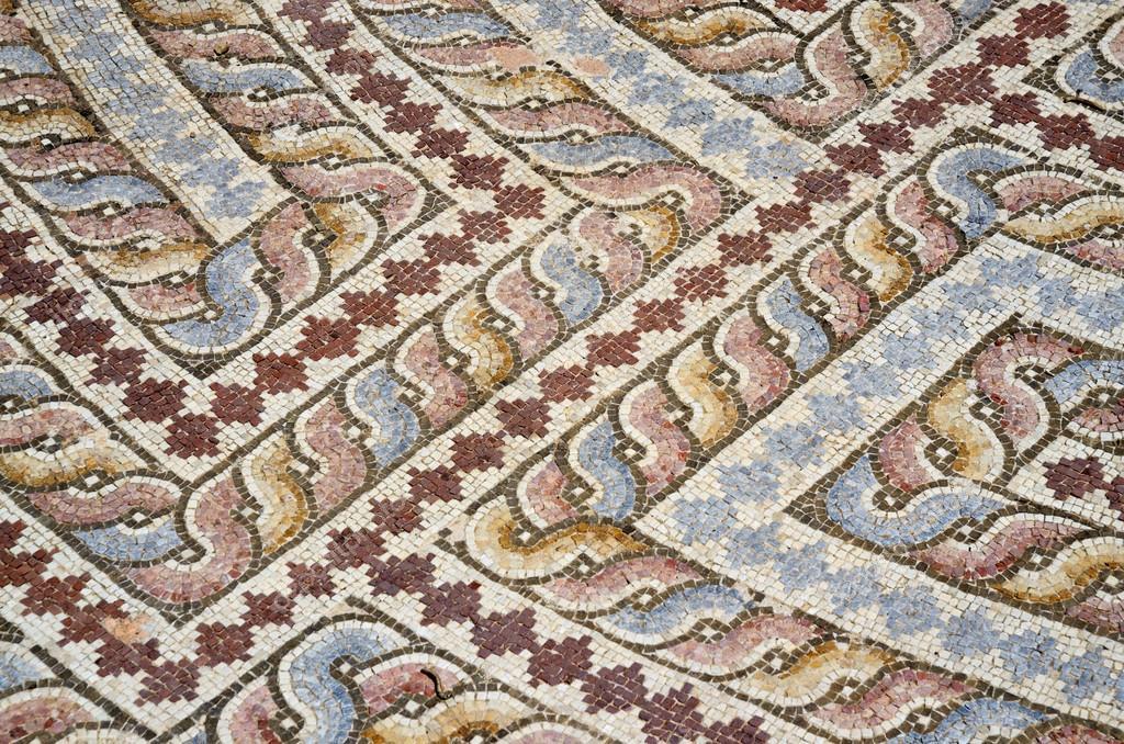 Primo piano di pavimento a mosaico di villa romana con l for Mosaico pavimento