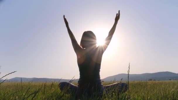 Životní styl aktivních lidí. Jóga a meditace.