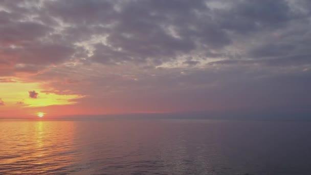A nap az orsós felhőkben Fantasztikus természetes naplementék