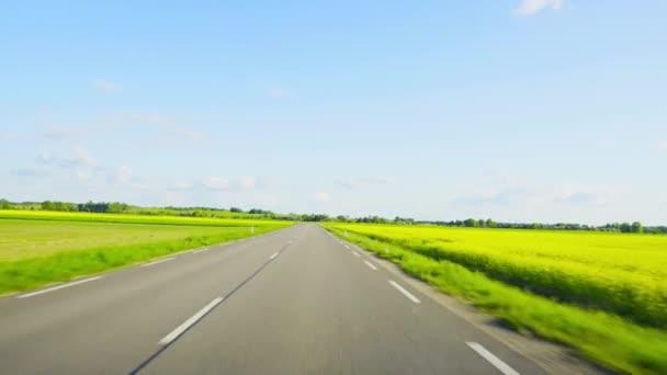 Egy ország közúti vezetés közötti területen repce