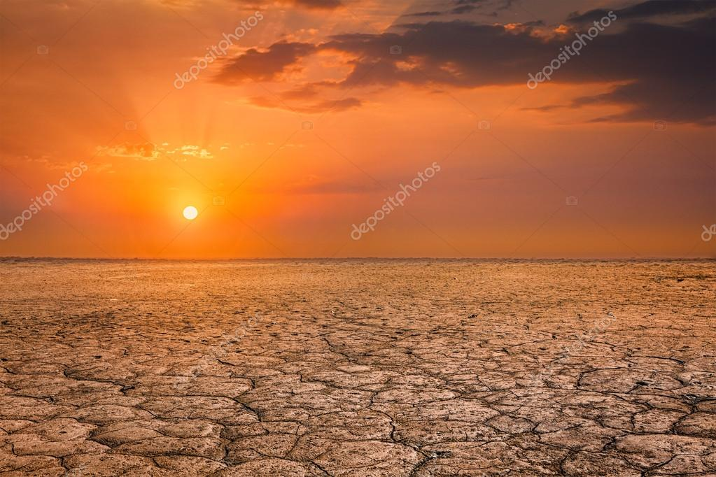 Agrietado Paisaje Puesta De Sol De La Tierra Suelo