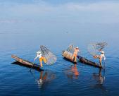 Barmské rybáři na jezeře inle lake, myanmar