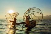 Βιρμανίας ψαράς σε inle λίμνη, Μιανμάρ
