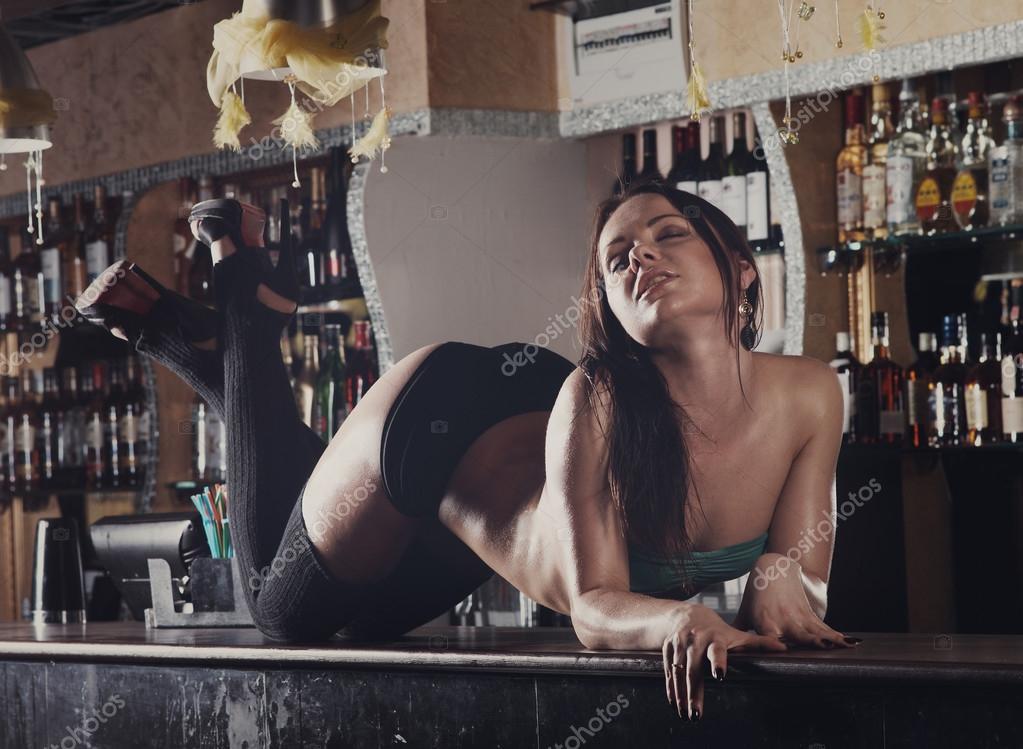 Club nocturno Virgen bailando