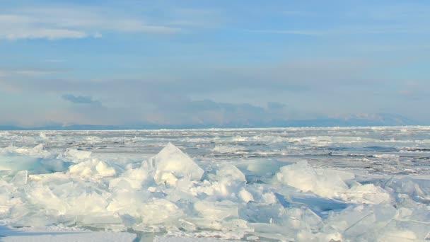 Bewegung der Wolken über dem Baikalsee. Baikalsee, Gebiet Irkutsk, Russland. Voll hd