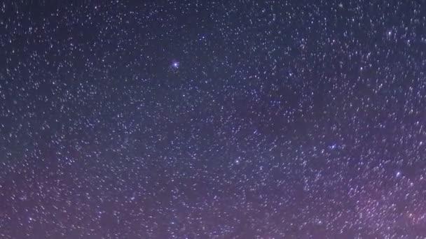 Hvězdná noc nad ostrově Olkhon. Burkhan Cape, Olkhon ostrov, jezero Bajkal, region Irkutsk, Rusko. Full Hd