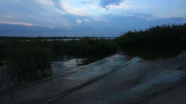 Sonnenuntergang über der Tsimlyansk-Stausee. Wolgodonsk, Rostow, Russland, Full Hd