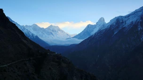 timelapse svítání v horách everest, Himálaj, Nepál. plné hd