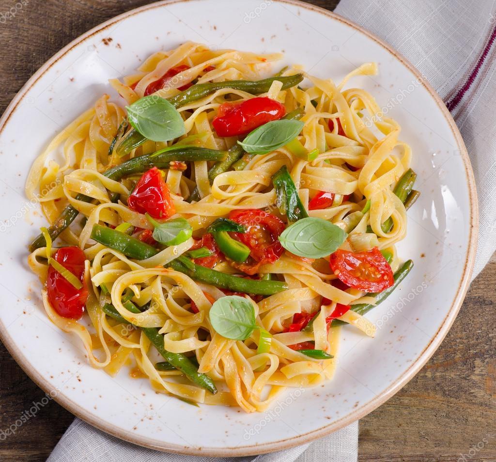 Italienische Pasta Mit Gemüse Stockfoto Bit245 105728028