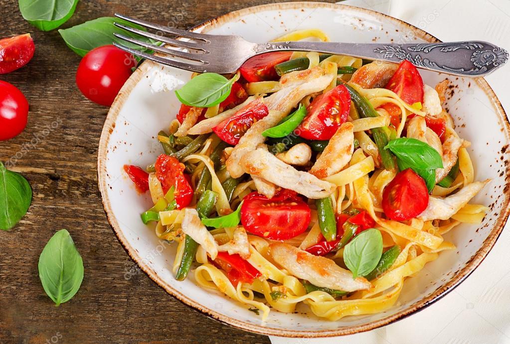 Italienische Pasta Mit Gemüse Stockfoto Bit245 107054364