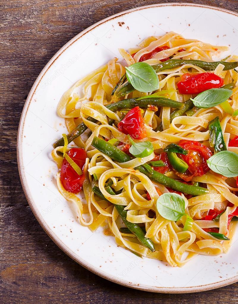 Italienische Pasta Mit Gemüse Stockfoto Bit245 107054370
