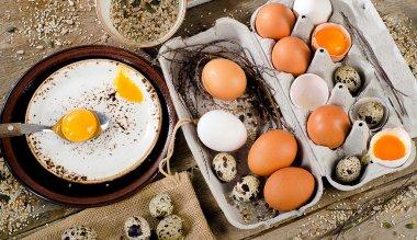 Raw eggs in box