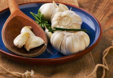 Raw Organic garlic  on  a plate.