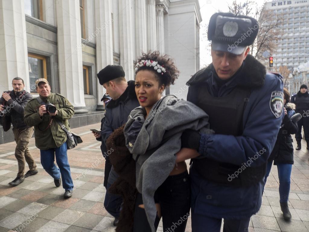 Oben Ohne Protest Von Femen Stoppen Homophobie Redaktionelles